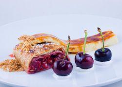 Cherry strudel & Vanilla creme brulee