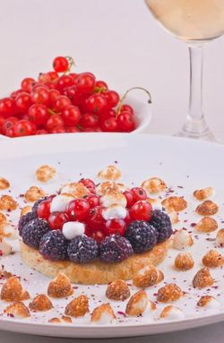 Black cap & meringue tart with red. currant