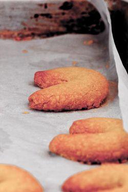 DESSERT cookie vanilla crescent on cookie pan