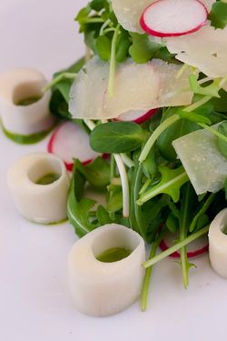 SALAD hearts of palm, ramp puree