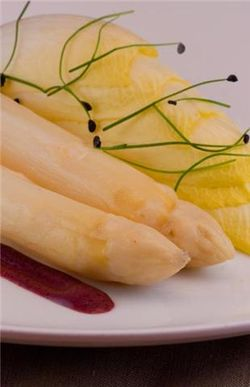 White asparagus with red wine vinaigrette