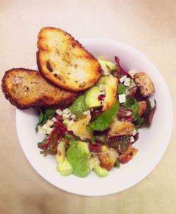 Croutons_with_salad